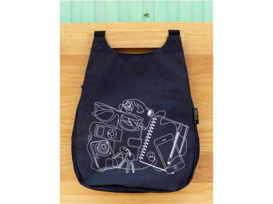 mochila negra antirrobo